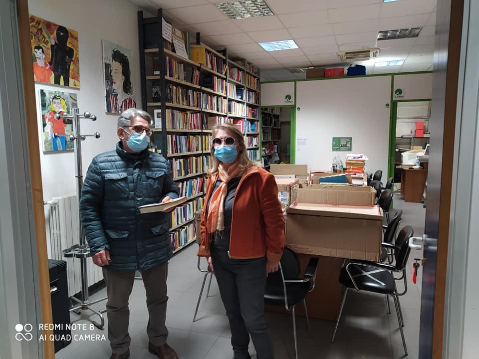 """Consegna libri Associazione """"Il tondo – Luoghi e relazioni"""" di S.Vito Lucca"""